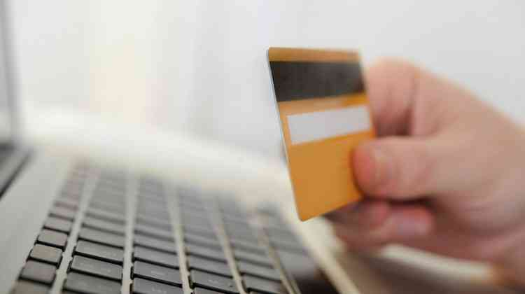How to maintain the safety of ones credit card?